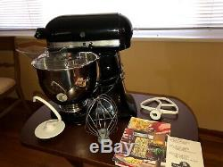 Kitchenaid artisan 5-qt. Stand mixer. Only used 5 times by my Mom